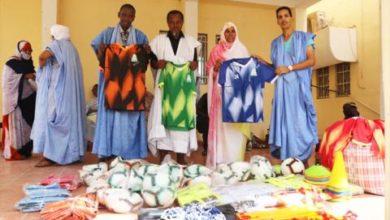 Photo of توزيع مستلزمات رياضية لصالح فريق نجم بلدية عرفات